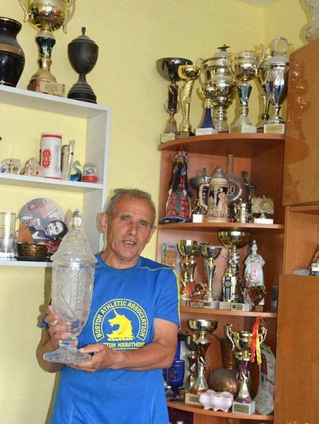 Peter Polák má naozaj úctyhodnú zbierku ocenení a rekordov.