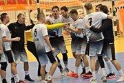 Vížazný tanec Novozámčanov po zápase v Šali