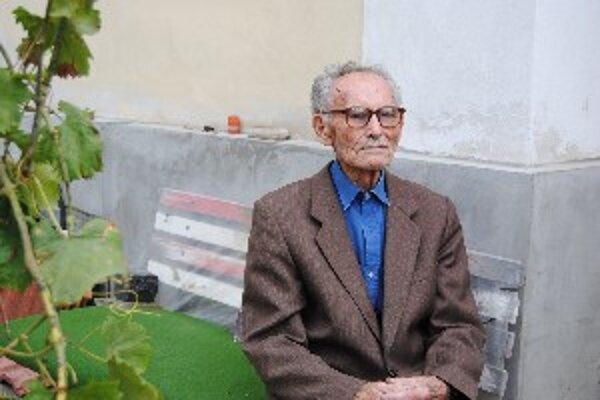 Do roku 1978 učil slovenčinu a nemčinu.