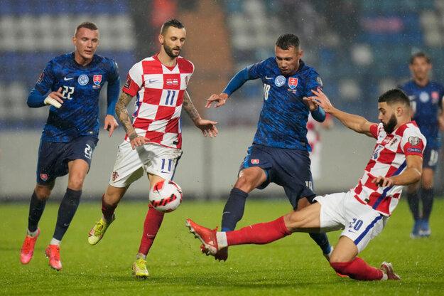 Schranz (v modrom a vpravo) dal prvý gól Slovákov.