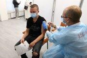 Občania Slovenska, ktorí sa zaočkovali mimo Európskej únie čakajú dlho na uznanie dokladu o vakcinácii a niektorým ho naše ministerstvo nechce uznať.