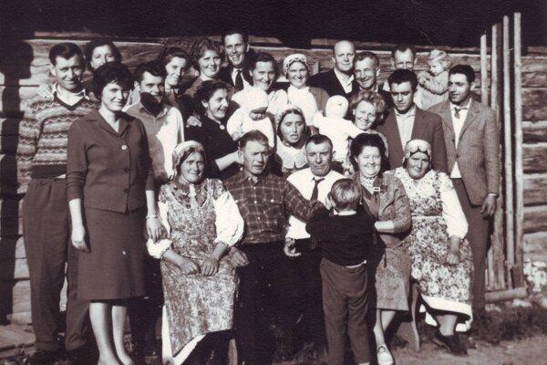 Pre rázovitú obec bola vždy dôležitá rodina arodinný život.
