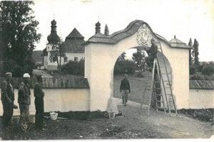 Prípravné práce pred začiatkom natáčania filmu Zemianska česť v 50tych rokoch 20.storočia