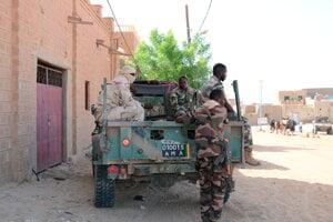 Malíjské jednotky v uliciach Timbuktu.