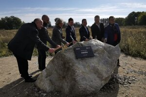 Poklepaním základného kameňa dnes oficiálne štartuje výstavba projektu Nesto od developera Lucron.