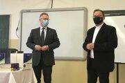 Nigel Baker (vľavo) vyučoval na prešovskom gymnáziu.