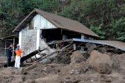 Zemetrasenie poškodilo na Bali viaceré domy.