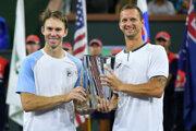 Filip Polášek a John Peers s titulom na Indian Wells 2021.