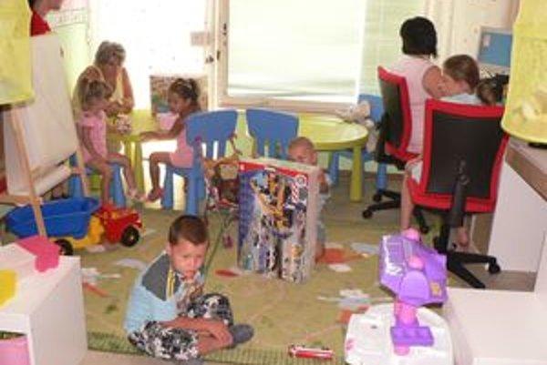 Kopíruje detskú izbu.