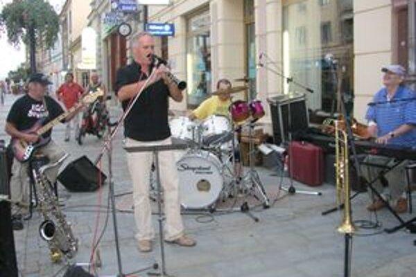Vlani mal Jazz na korze svoju premiéru. Takto Nitranov na pešej bavila skupina EGO Group.