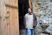 Viktor Šima, koordinátor pamiatkovej obnovy, prežil zhruba polovicu roka vo vstupnej veži Muránskeho hradu.