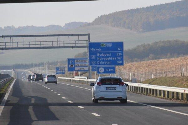 Maďari otvorili nový 57-kilometrový úsek diaľnice M30.