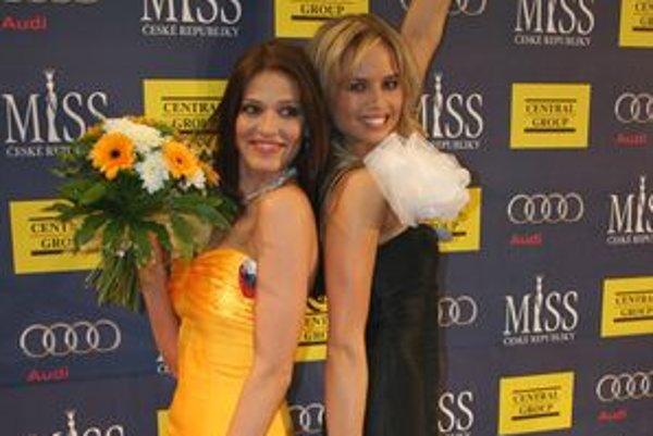 Nitrianka Lea Šindlerová, 1. vicemiss Miss Universe 2009 (vľavo) a Barbora Palovičová, 1. vicemiss Miss Universe 2007.