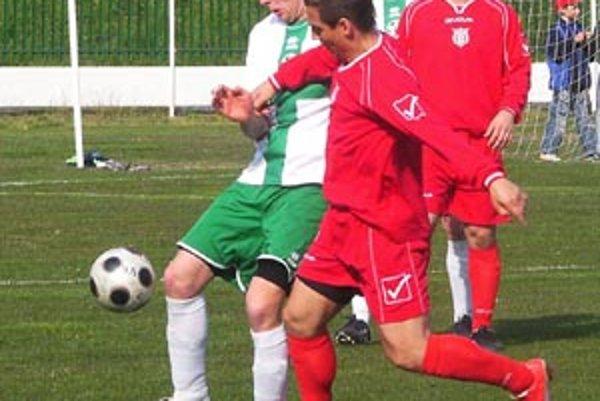 Veľký Meder (v zelenom) vyhrával nad Váhovcami už do prestávky 4:0.