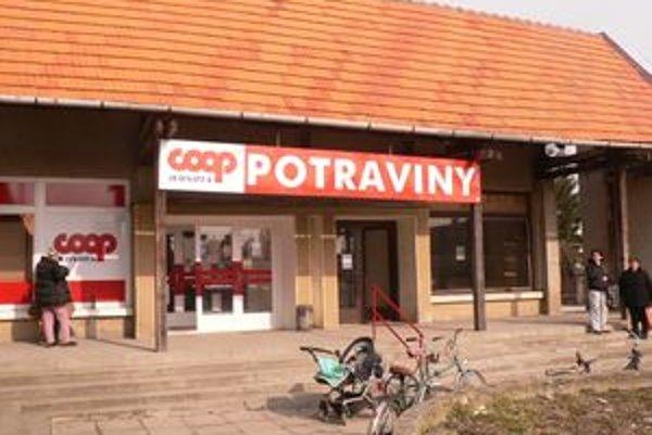 V tomto obchode zaútočil Kazimír na predavačku nožom.