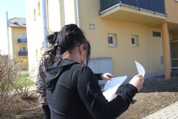 Dievčatám už prišli prvé faktúry za paušál. Mobily však nemajú, dali ich dobrovoľne Simone.