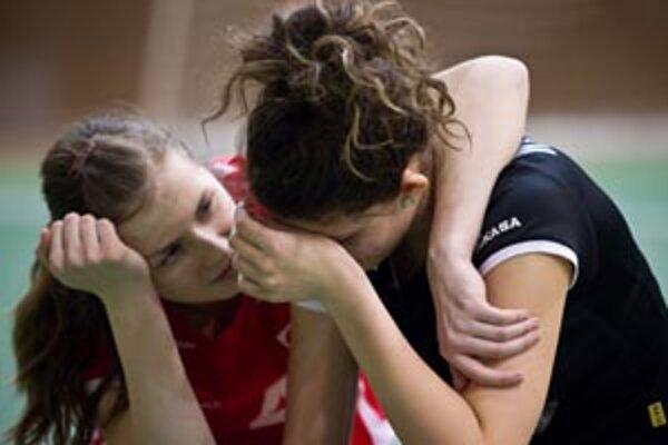 Je koniec. Štvrťfinále gymnazistkám z COP Nitra nevyšlo, na konci zápasu tiekli aj slzy.