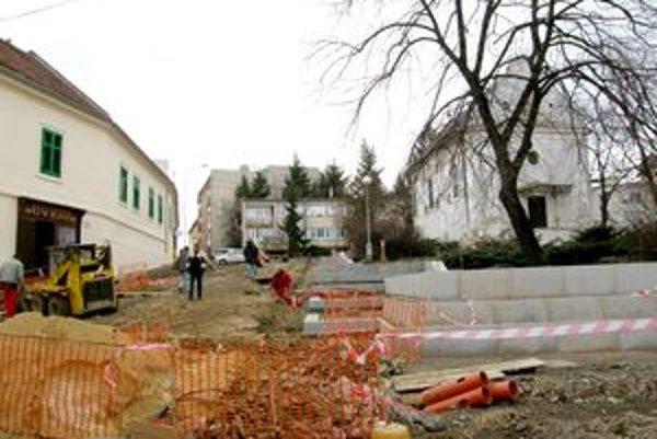 V strede Mariánskej ulice zostane historická dlažba. Po oboch stranách budú chodníky, na ktoré osadia mrákotínsku žulu.