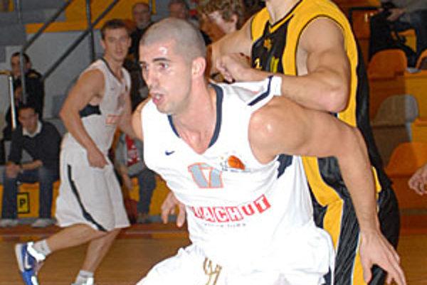 Peter Práznovský bol jednou z letných akvizícií Nitry. V konkurencii štyroch pivotov sa veľmi nepresadil a z klubu napokon predčasne odchádza.