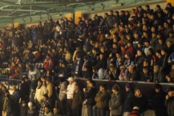 Slovan lákal, už desať minút pred zápasom boli plné tribúny.