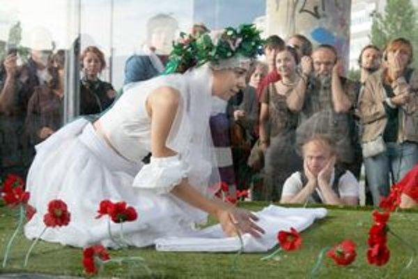 Predstavenie nevesta hôľ sa bude odohrávať v sklenenom hranoli. Dej budú diváci sledovať pomocou slúchadiel.