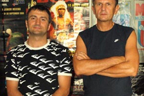 Českí zverenci Marka Šimáka (vľavo) a domáci borci Tibora Hlavačku spolu ladili formu v Nitre.