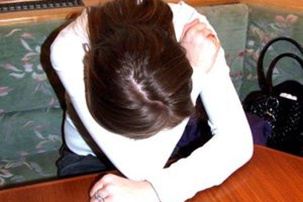 Týranie sa začalo po nástupe ženy do práce.