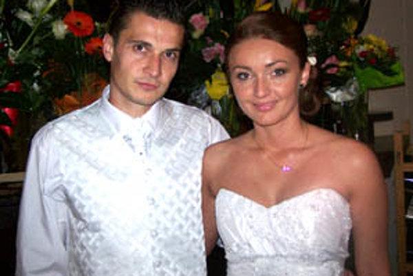 Čerství novomanželia - Ján a Natália.