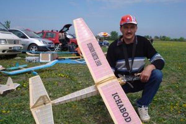 Alexander Nagy patrí medzi najskúsenejších leteckých modelárov v Šali.