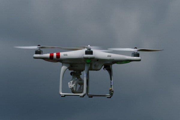Drony stále častejšie ohrozujú lietadlá.