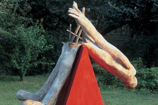 Červený klin – dielo sochára Jozefa Jankoviča.