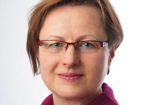 JANA VALDROVÁ (1955) pôsobí ako germanistka na Juhočeskej univerzite v Českých Budějoviciach. Je prvou českou lingvistkou, ktorá sa začala kriticky venovať obrazom femininity a maskulinity v českom jazyku. Je autorkou viacerých publikácií v oblasti rodove