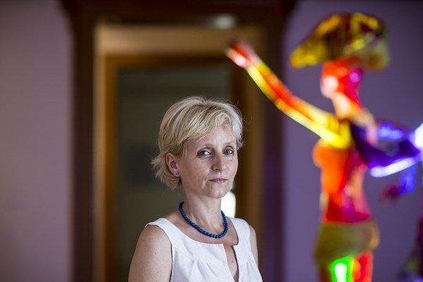 Renáta Niczová (1961) – Vyštudovala vedu o výtvarnom umení na FF UK Bratislava. Od roku 2003 je riaditeľkou Nitrianskej galérie, ktorá v máji získala 1. miesto v súťaži Ministerstva kultúry Slovenskej republiky a prevzala si ocenenie Galéria roka 20