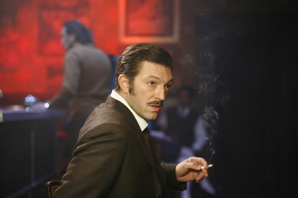 Vincent Cassel ako Jacques Mesrine vo filme Verejný nepriateľ.