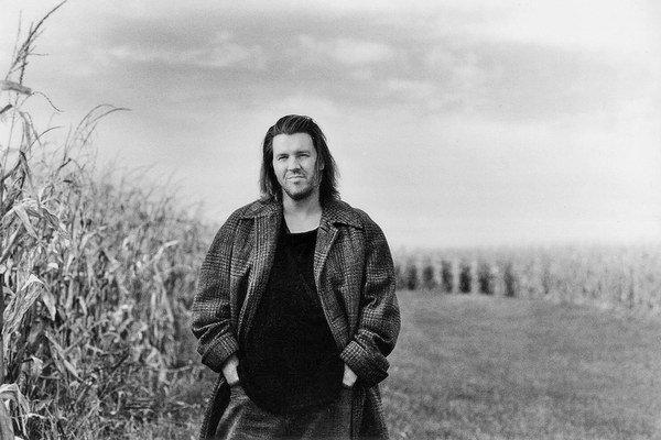 David Foster Wallace  9. 11. 1962 až 12. 9. 2008. Americký spisovateľ a esejista.