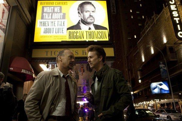 Michael Keaton a Edward Norton boli súčasťou hviezdneho obsadenia filmu Birdman.