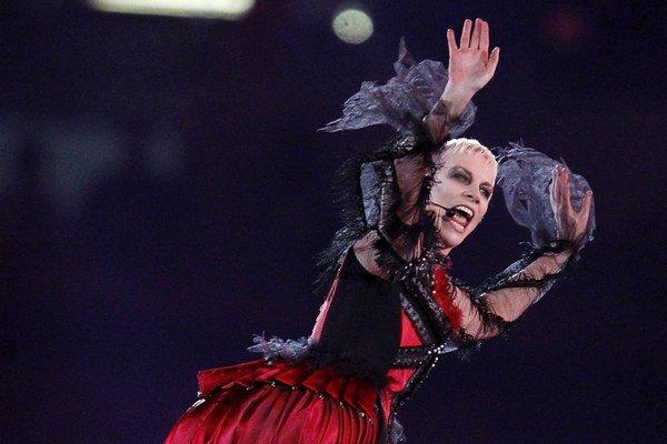 Škótska speváčka Annie Lennox oslávi tieto Vianoce šesťdesiatku. Narodila sa 25.12.1954.