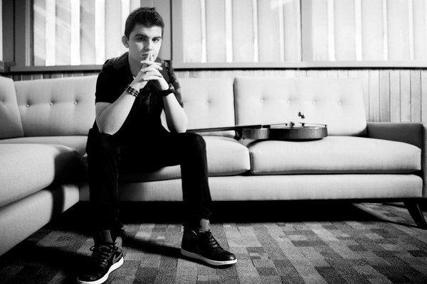 Andreas Varady (1997) sa narodil na Slovensku v rómskej rodine. Na gitare začal hrať ako štvorročný pod vedením otca, keď mal deväť, presťahovali sa do Írska. Tam jeho talent objavil David Lyttle, ktorý sa zaslúžil o vydanie debutu Questions (2010). Album
