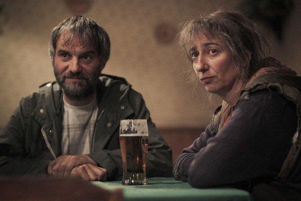 Ivan Trojan a Simona Babčáková ako bezvýznamní ľudia s bezvýznamnou perspektívou.