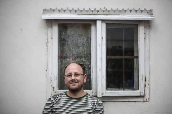 Matěj Smetana – absolvent Fakulty výtvarných umení VUT v Brne a doktorandského štúdia na AVU v Prahe. V súčasnosti pôsobí ako odborný asistent na Katedre intermédií a multimédií na VŠVU v Bratislave.