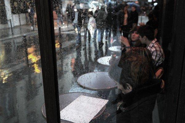 Snímky Petra Župníka z knihy Zaľúbení do Paríža (vyd. Petrus), v ktorej nájdete 60 kaviarní, tri kníhkupectvá, tri hotely, jednu pasáž, dva parky, tančiareň, vinohrad, najmenšiu ulicu Paríža a jeden pouličný bufet.