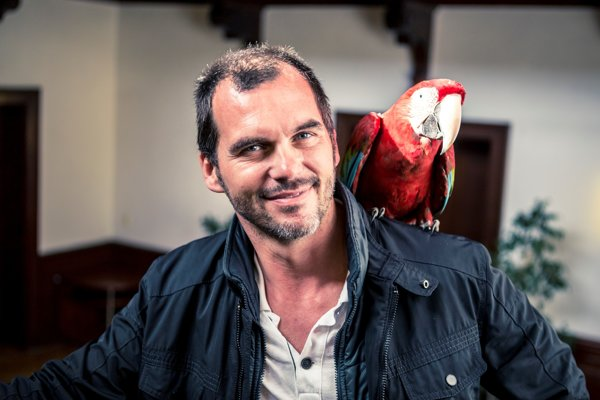Televízny režisér Braňo Mišík nakrúca seriály Zoo, Divoké kone a v televízii Barrandov českú verziu Súdnej siene.