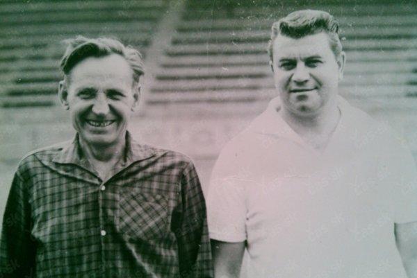 František Bolček (zľava). Futbalista, ktorý hral dvanásť rokov v jedných kopačkách.