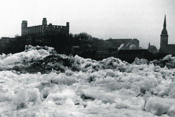 V marci 1947 vytvorili ľadové kryhy na Dunaji bariéry, ktoré zahatali rieku.