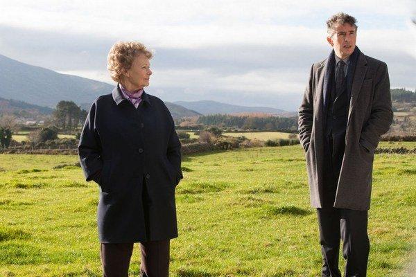 Judi Dench a Steve Coogan na ceste za strateným synom.