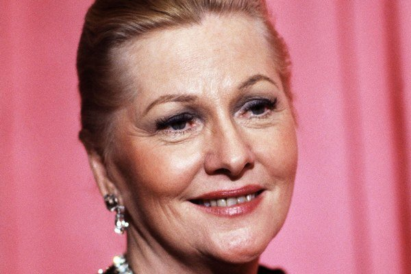Joan Fontaine hrala vo viacerých filmoch Alfreda Hitchcocka.