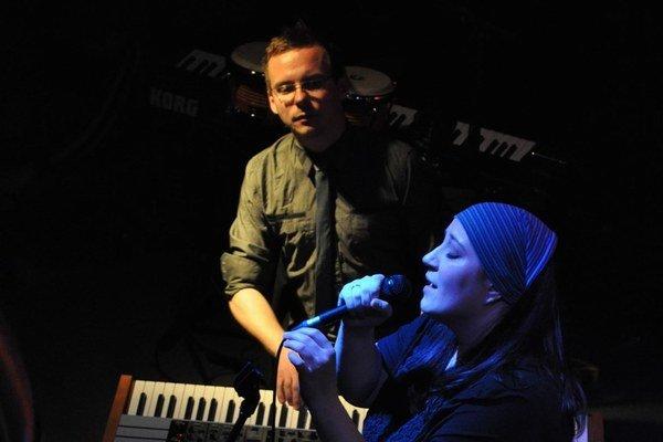 Katarína Koščová s klávesistom Danom Špinerom, ktorý práve ukončil turné s Andrejom Šebanom.