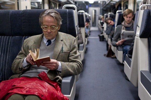 Jeremy Irons vo filme Nočný vlak do Lisabonu. Jeho režisérom je Dán Bille August, dvojnásobný víťaz Zlatej palmy z festivalu v Cannes.  MFF Bratislava sa Augusta chystá oceniť.