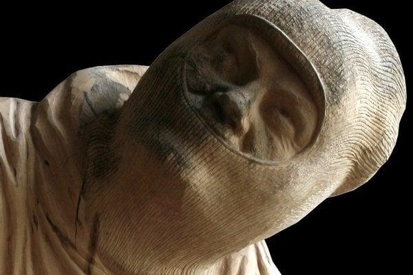 Jedna zo sôch horolezca, ktorý bol súčasťou československého reprezentačného družstva v 70. rokoch minulého storočia. Papčo sochy piatich horolezcov umiestni do piatich skál v Európe, kde sa horolezci pohybovali.