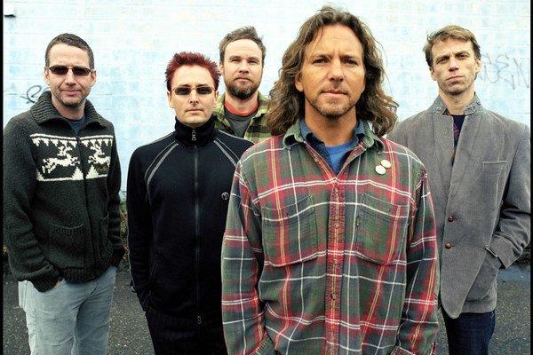 Skupina na čele so spevákom Eddiem Vedderom (v popredí) funguje od roku 1990.